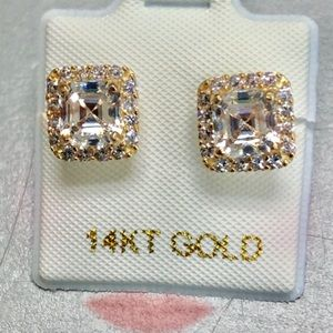 14 KARAT SOLID GOLD EMERALD CUT EARRING.